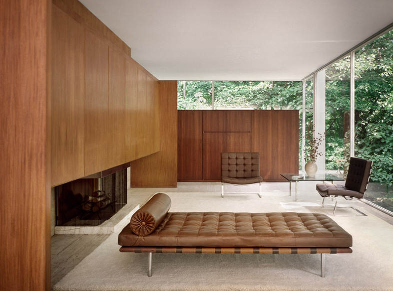 mies van der rohe the farnsworth house stepping outside to observe. Black Bedroom Furniture Sets. Home Design Ideas